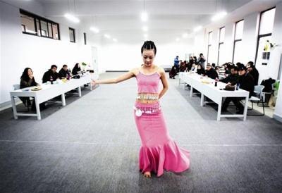 石家庄通用交通学校美舞蹈表演专业介绍
