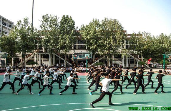 石家庄东华铁路学校体育课.png