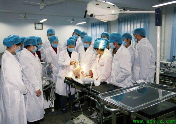 石家庄白求恩医学院的高级护理是几年的?做什么的?