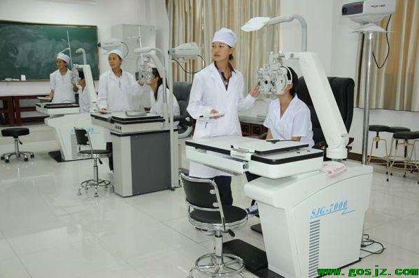 石家庄哪个学校可以学眼视光与配镜专业