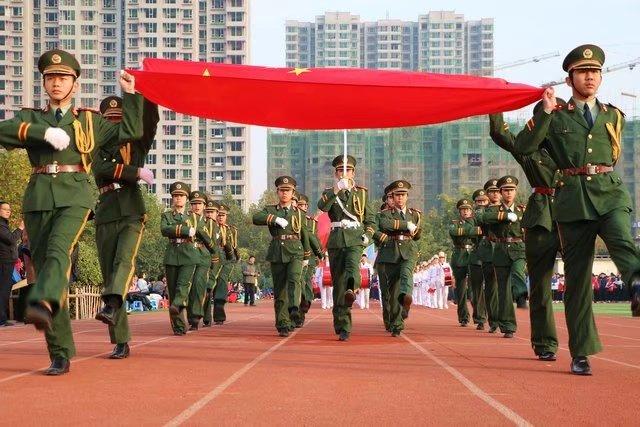 河北商贸学校校门口图片